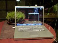 El viejo truco de las pantallas transparentes